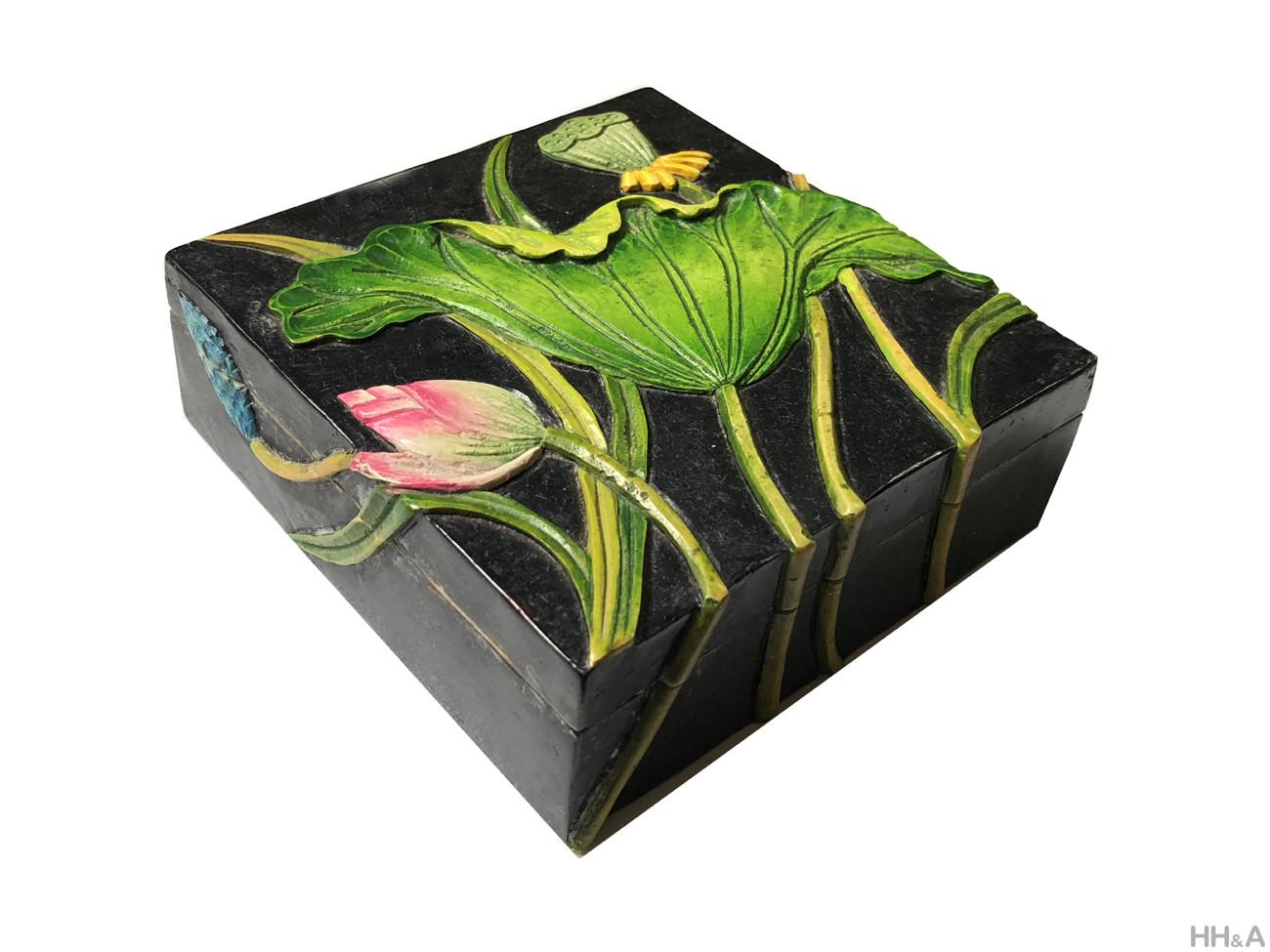 Hộp đá đen hoa sen