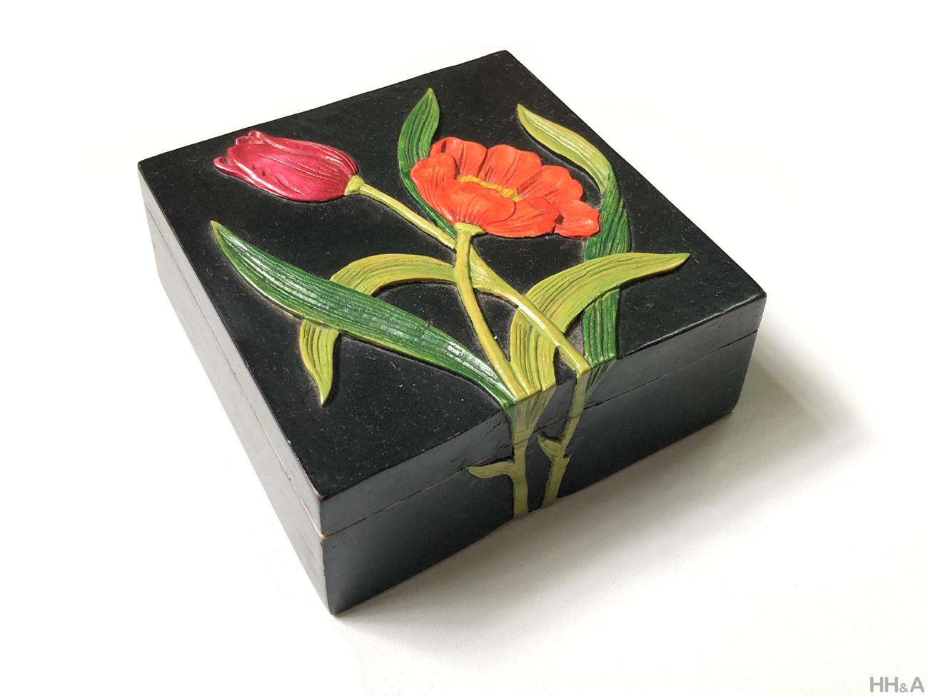 Hộp đá hoa tuylip