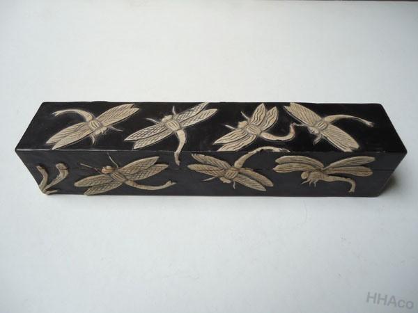 Hộp bút đá đen chuồn chuồn